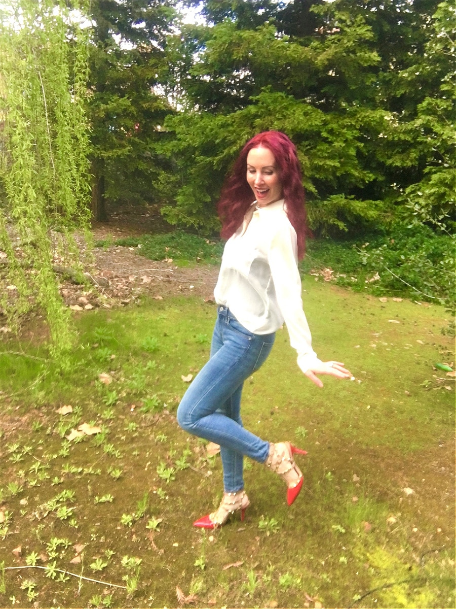 jessica elliott standing in the grass with her sassy red shoes on